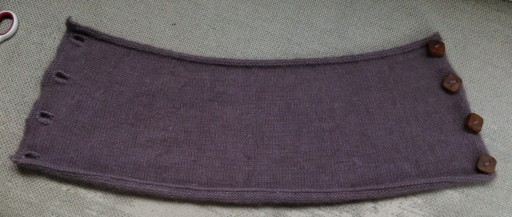 The completed cowl. I really like the buttons. :)