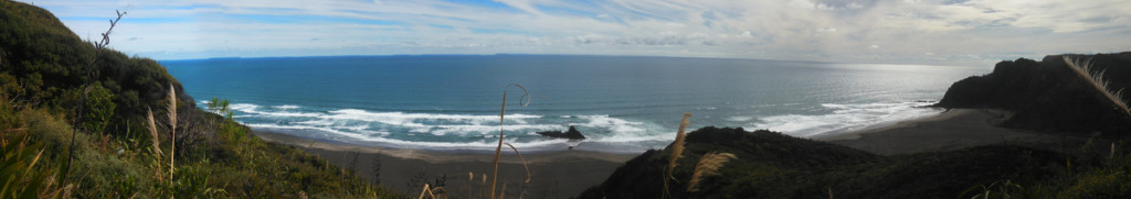 The view down onto Karekare beach. A much clearer day than  the last time we were out here.