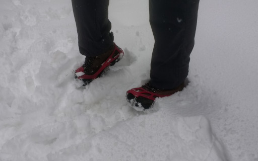 But conviently we had microspikes, and thus we didn't have any issues with the icy snow covered trail.